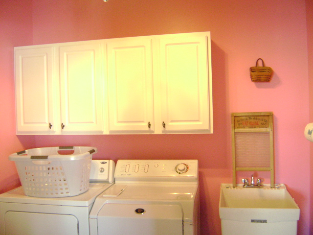 Laundry room 016